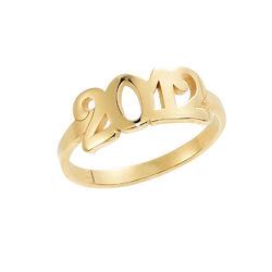 Personlig ring med gravering og tall i 18K gullbelegg produktbilde
