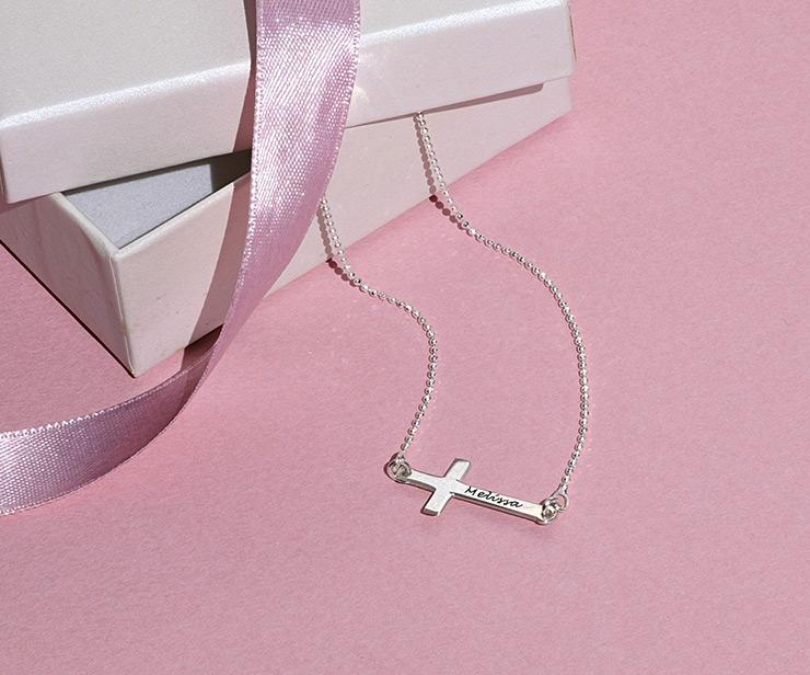 liggande kors halsband