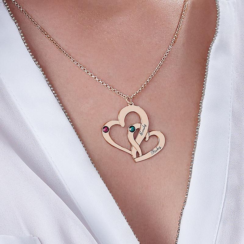 Två Hjärtan Halsband med Gravyr i 18 karat guldplätering - 3