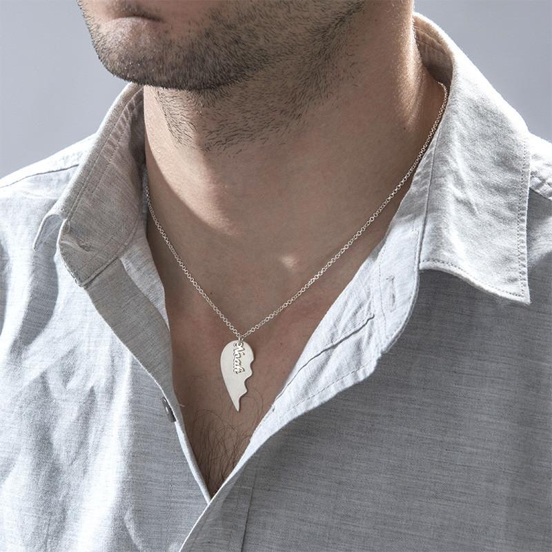 Graverad hjärthalsband för par i matt silver - 3