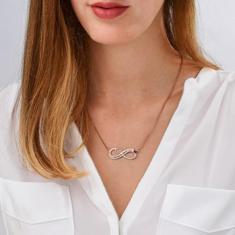 Graverat Infinity halsband med utskuret hjärta med roséguldplätering - 1