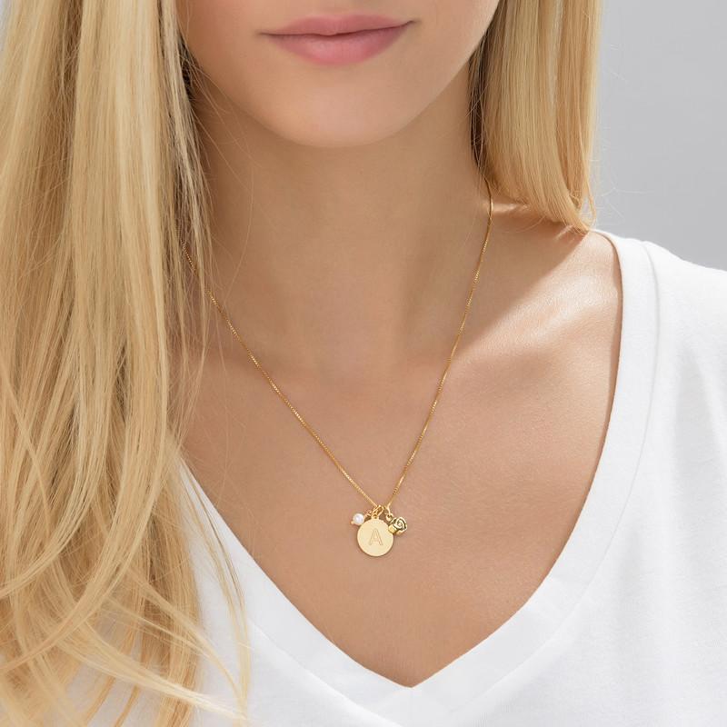 Cirkelhalsband med initialer med berlock med pärla och ros i guldplätering - 3