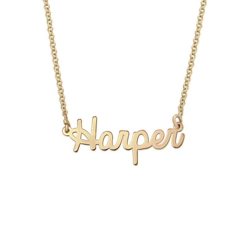 Litet personligt smycke - halsband med namn i kursiv stil i 18k guldplätering