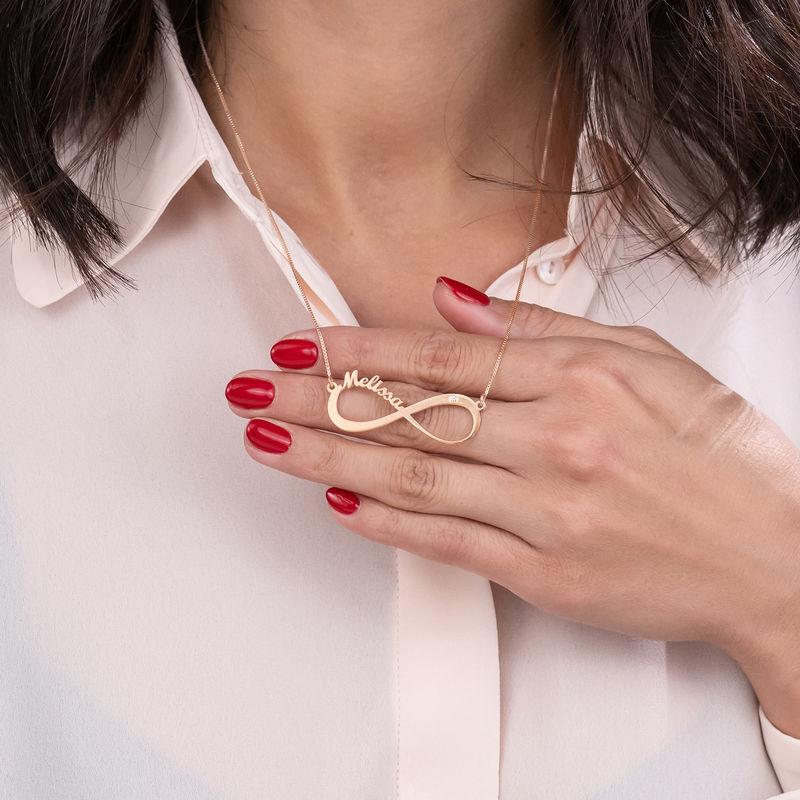Infinity halsband med namn och diamant i roséguldplätering - 5