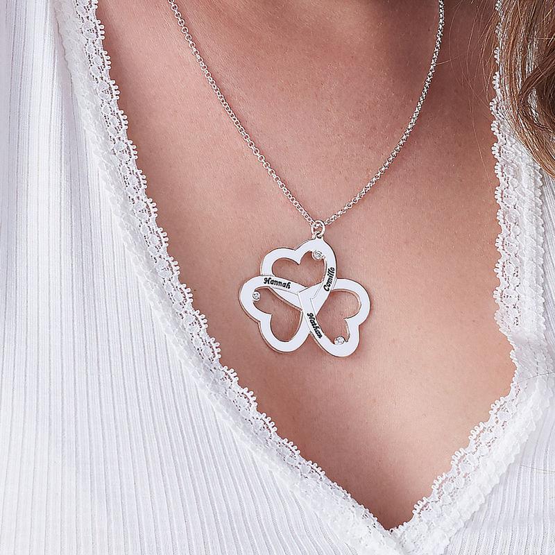 Personligt halsband med trippelhjärtamed diamanter i sterlingsilver - 2