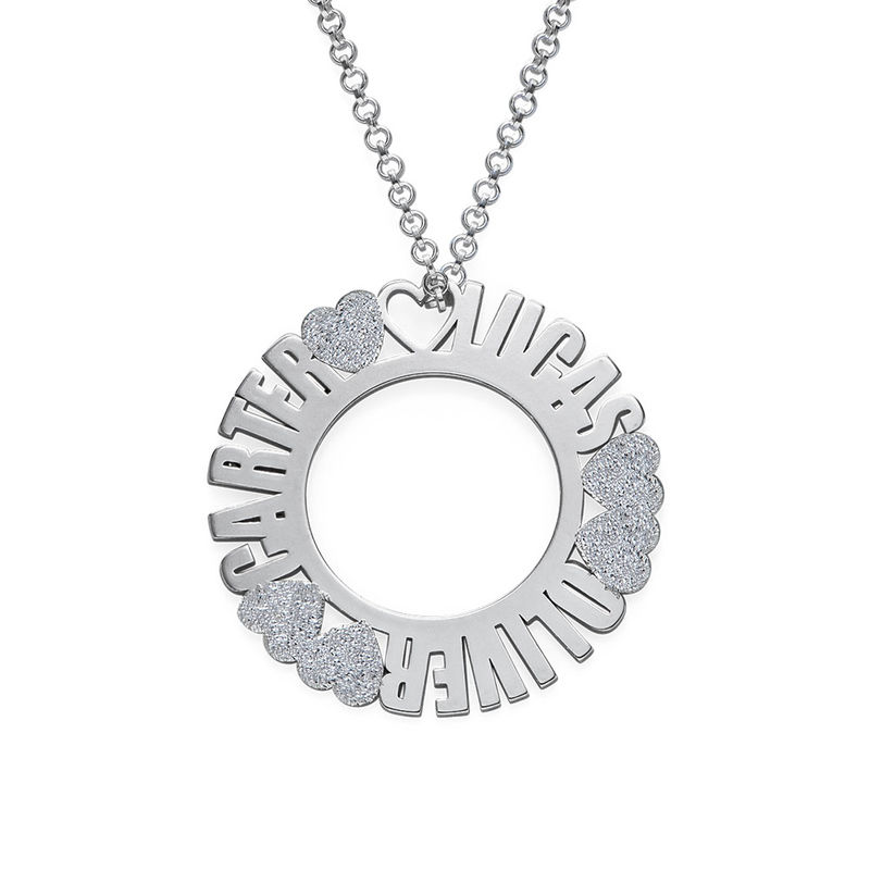 Cirkelhalsband med namn i sterlingsilver med diamanteffekt