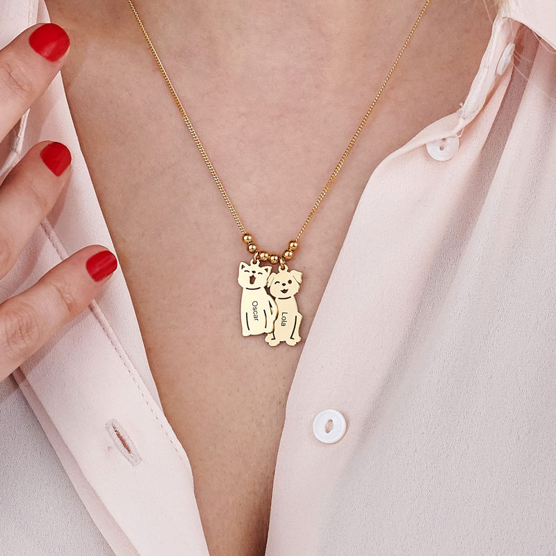 Graverat halsband med katt och hund berlock i guldpläterad - 7