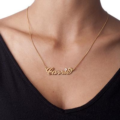 Carrie Stil Namnsmycke med kristall i 18K Guldplätering - 1