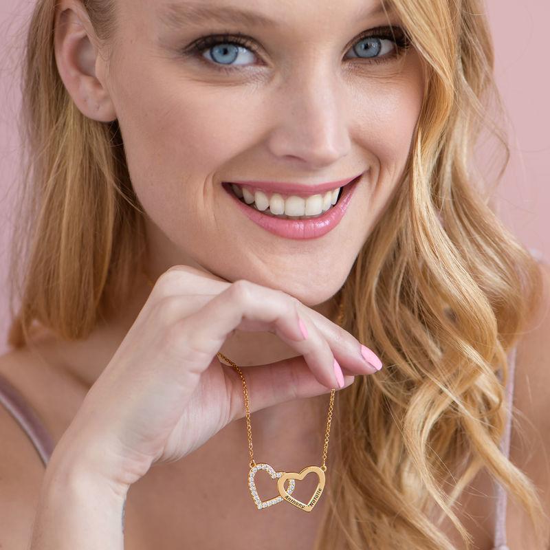 Halsband med Två Hjärtan med Gravyr i Guldplätering - 2