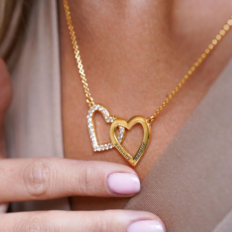 Halsband med Två Hjärtan med Gravyr i Guldplätering  - 3