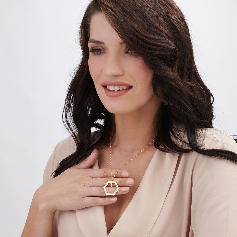 Graverat Halsband med Hexagon i Guldplätering med en Diamant - 2