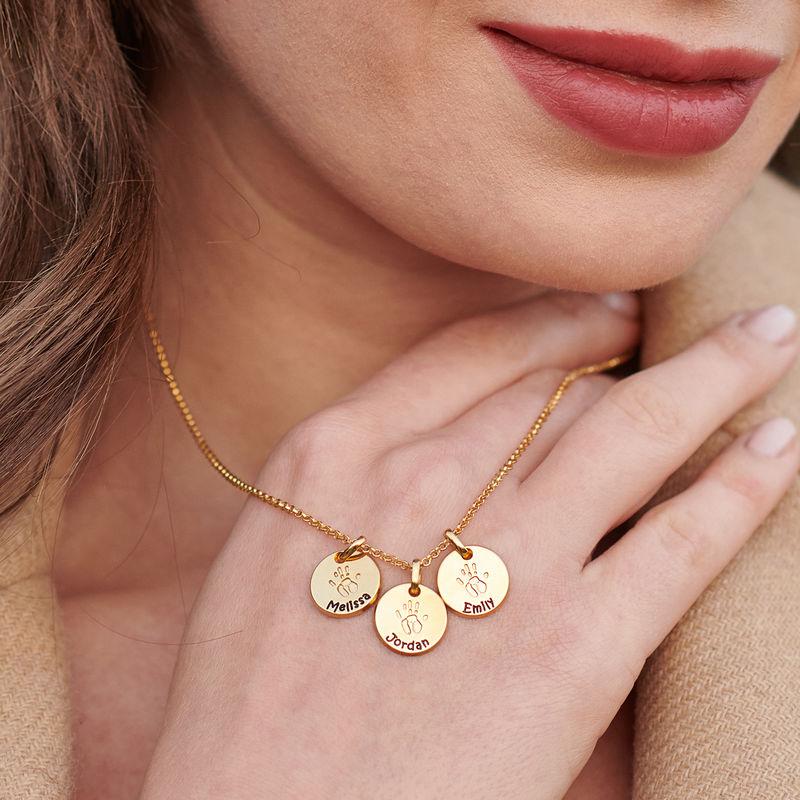 Personlig Cirkel Halsband med bebishand i Guldpläterat - 4