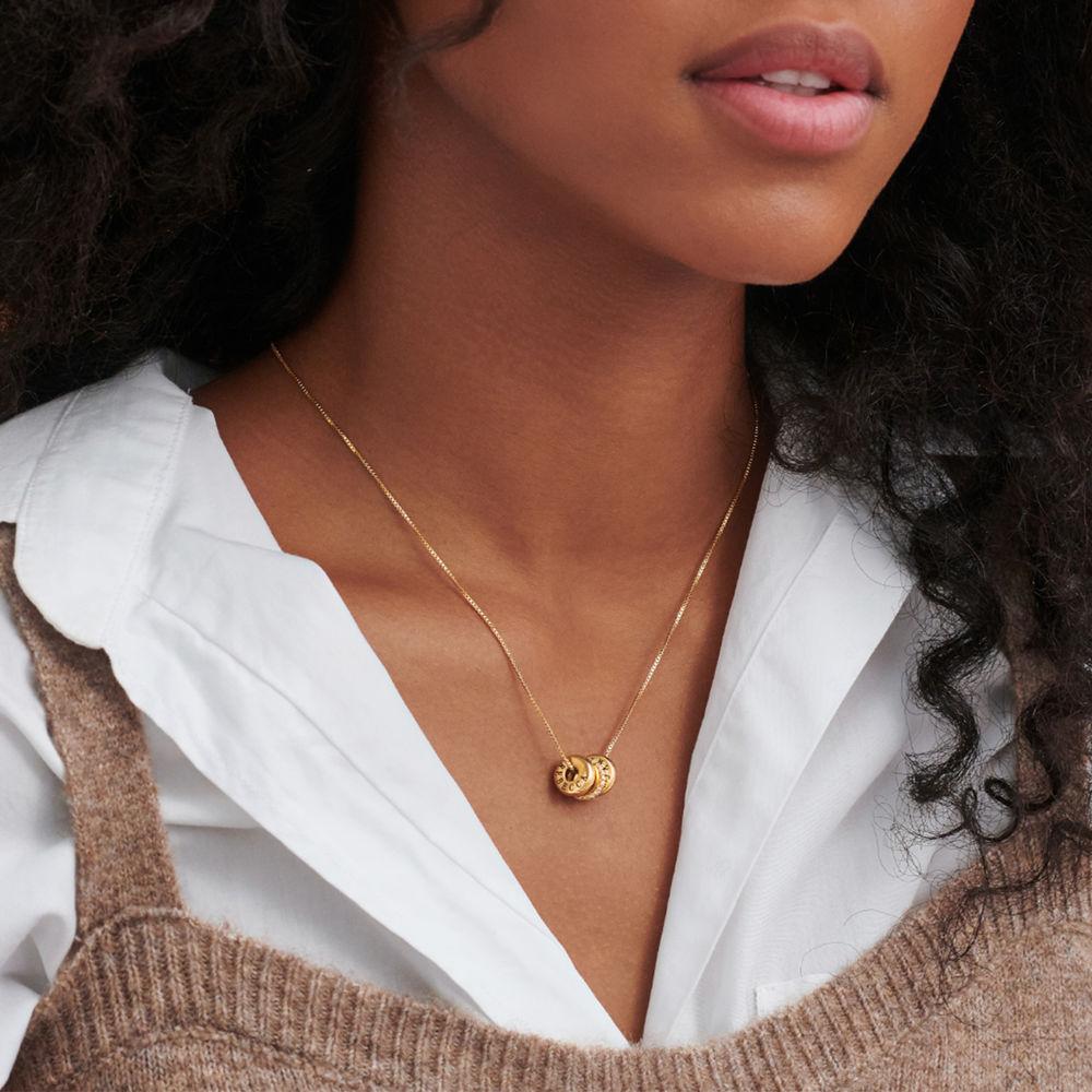 Personligt Halsband med Graverade Runda Plattor i Guld Vermeil - 4