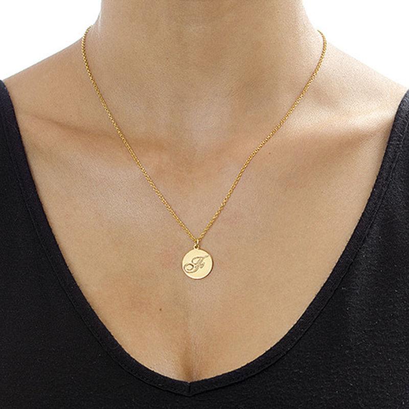 Halsband med Bokstav på Berlock med Kursiv Stil - Guldpläterat - 2