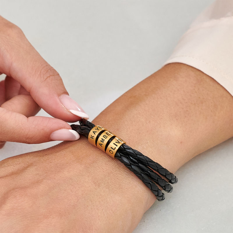 Armband i flätat läder för Kvinnor med Små Runda Namnberlocker i Guld Vermeil - 3