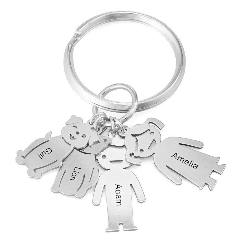 Personlig Nyckelring med Graverade Barn- och Husdjurs Berlocker