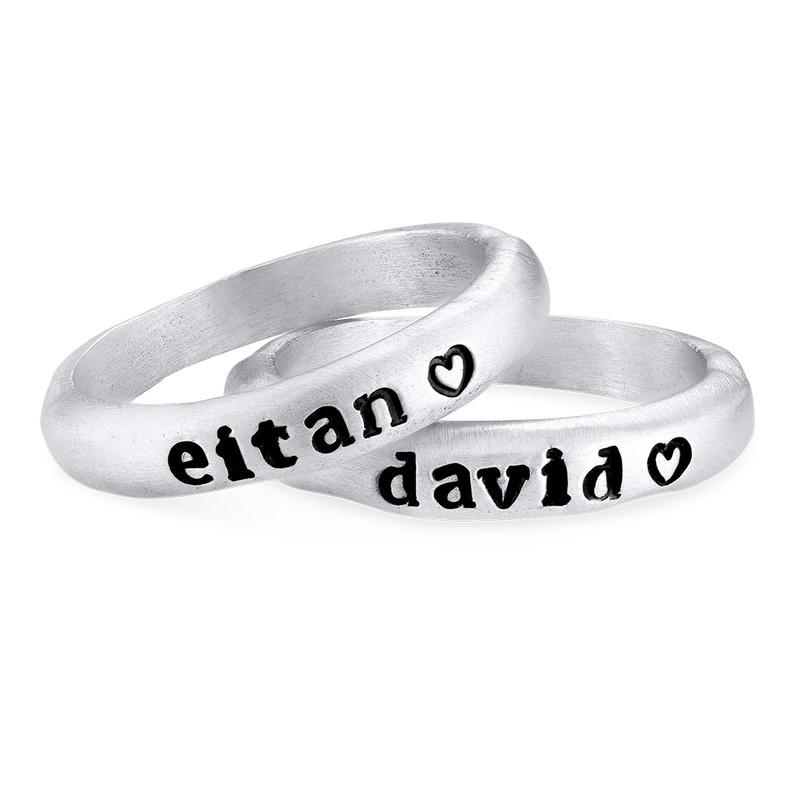 Stapelbar graverad ring med namn i sterlingsilver