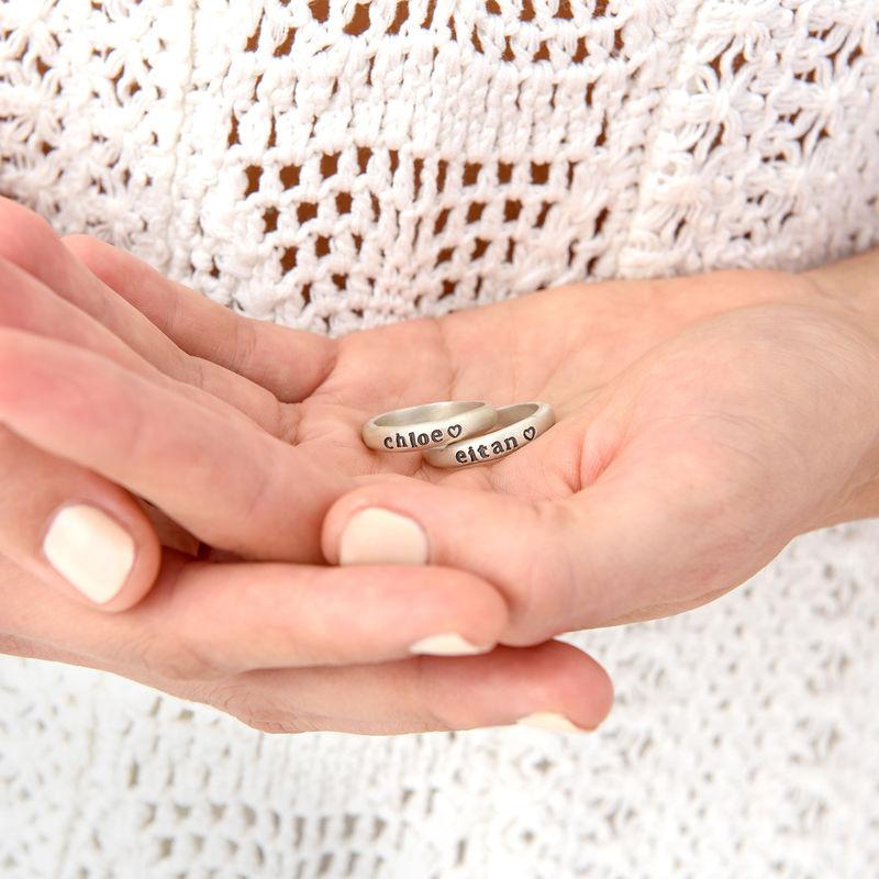 Stapelbar graverad ring med namn i sterlingsilver - 4