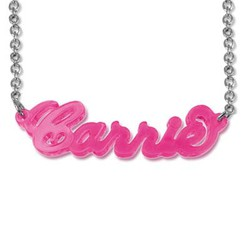 Klassiskt namnhalsband i Carrie stil i akryl product photo
