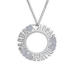 Cirkelhalsband med namn i sterlingsilver med diamanteffekt produktbilder