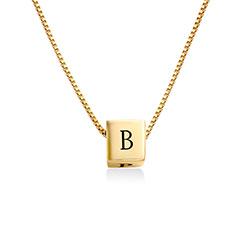 Blair kubhalsband med initialer i Guldplätering produktbilder