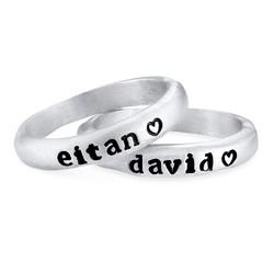 Stapelbar graverad ring med namn i sterlingsilver produktbilder