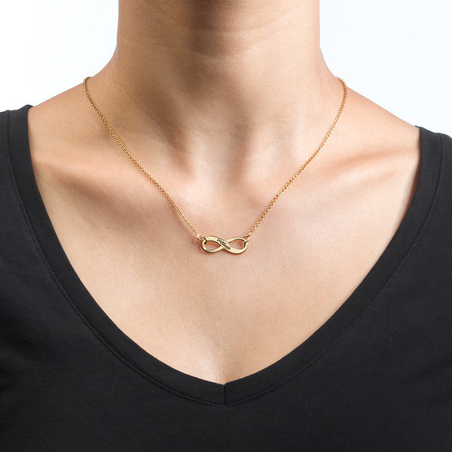 Graverat Infinity Halsband i 18k Guldplätering - 1