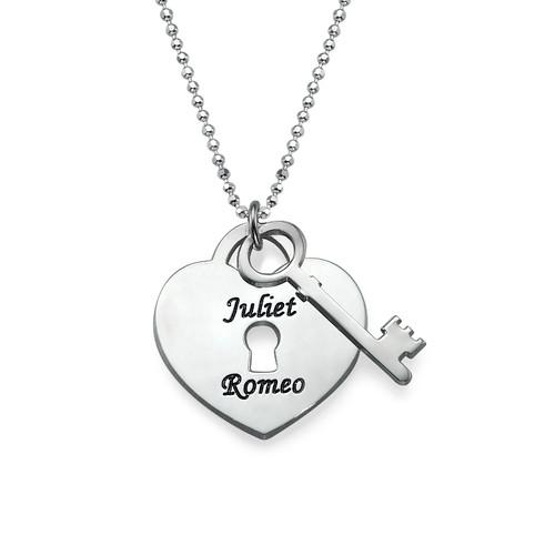 Personligt halsband med hjärta och nyckel