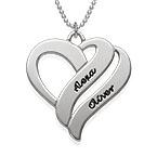 Två hjärtan för evigt i ett halsband