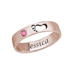 Graverad Mamma Ring med babyfötter i Rosé Guld Plätering product photo