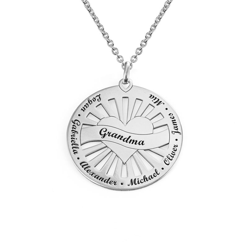 Grandma Circle Pendant Necklace with Engraving in Sterling Silver