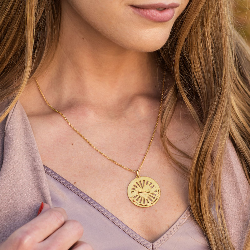 Grandma Circle Pendant Necklace with Engraving in 18ct Gold Plating - 1